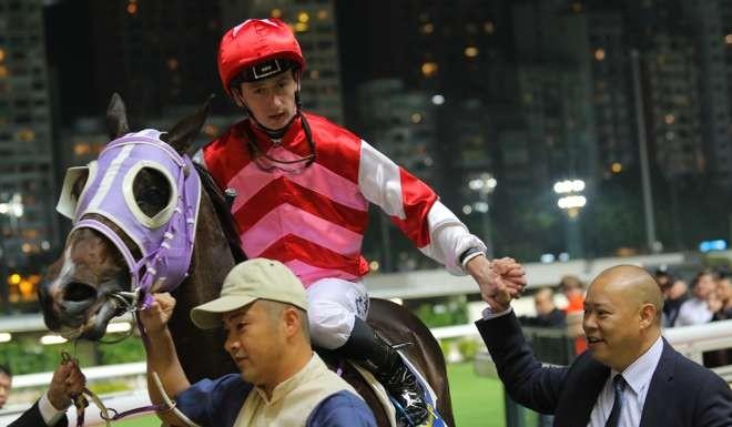 YO-YO DATrainer Chris So welcomes his Danerich winner back to scale in Hong Kong